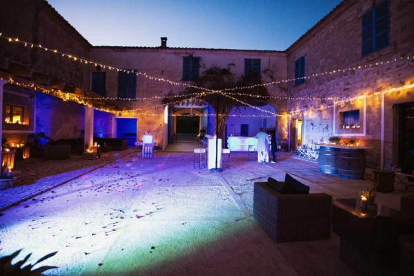 Atemberaubend schöne Beleuchtung für eine perfekte Feiernacht im Patio der Finca Azul