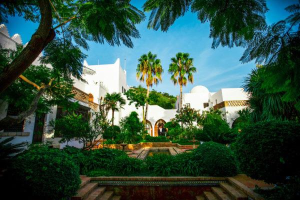 Außenterrassen mit Grünflächen & Palmen sowie einem herrlichen Blick über die Bucht von Alcúdia. Hier kann eine Event mit bis zu 100 Personen organisiert werden