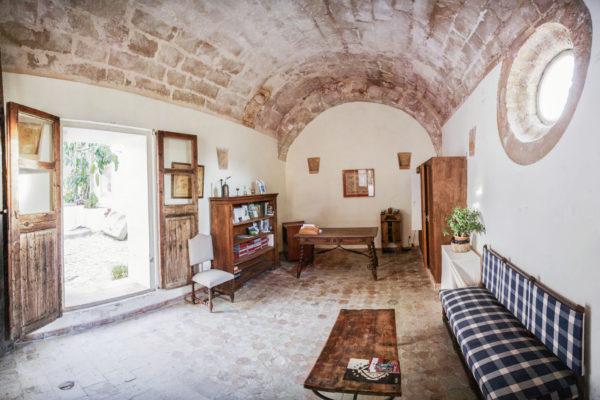 Das Haupthaus verfügt über 4 modern ausgestattete Doppelzimmer. Alle Zimmer sind mit Klimaanlage und Heizung sowie eigenem Bad ausgestattet