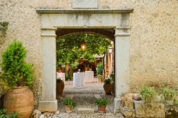 Der märchenhafte Patio bietet einen schönen Rahmen um Eure Gäste zu empfangen