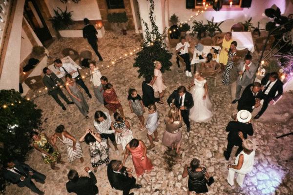 Der Patio als perfekte Partyzone - hier darf mit DJ Musik ausgelassen gefeiert werden