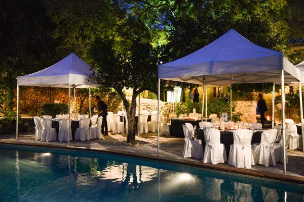 Der Pool als perfekte Dinnerzone oder auch Partylocation bis 2 Uhr morgens