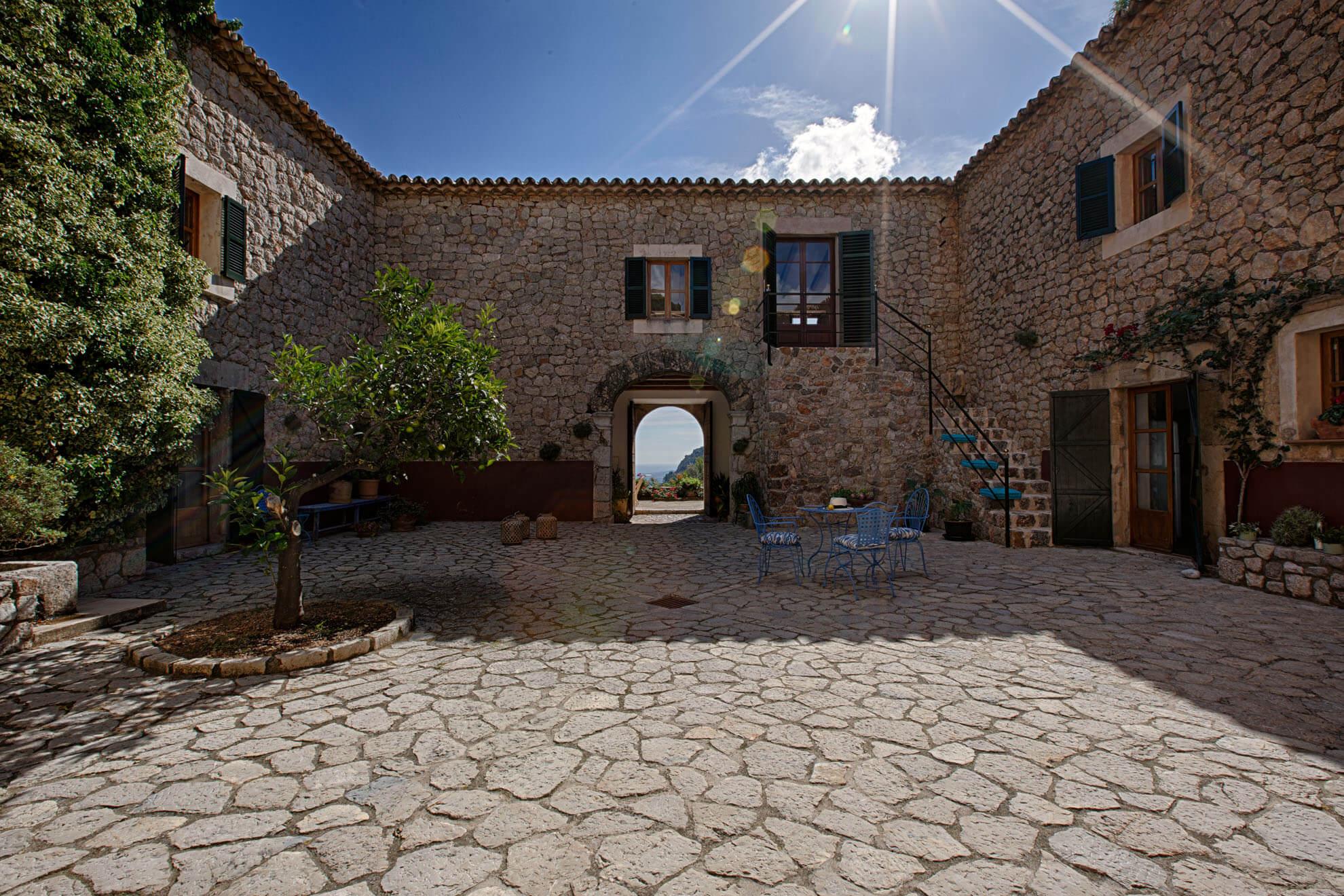 der schattige patio ein perfekter platz f r ein k hles welcome an hei en sommertagen heiraten. Black Bedroom Furniture Sets. Home Design Ideas