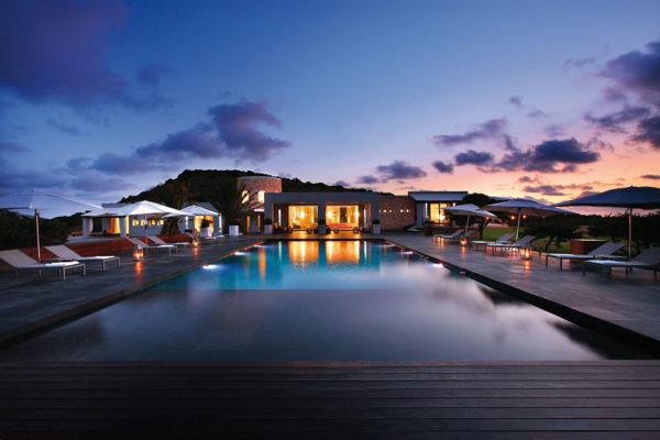 Ein genialer Pool sowie Jacuzzi zum Relaxen & ein perfekter Spot für eine ausschweifende Partynacht