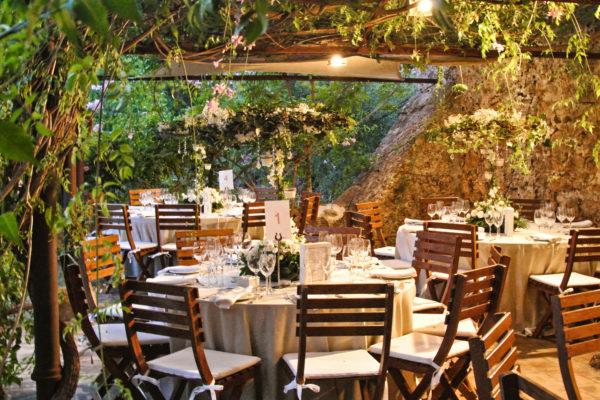 Eine verträumter Garten, welcher bis zu 160 Personen Platz für ein unvergessliches Event bietet
