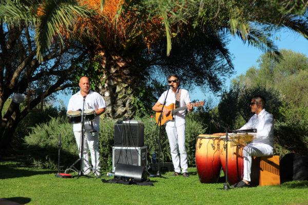 Live Musik für einen schönen Empfang Eurer Gäste im vorderen Bereich der Villa Tortuga