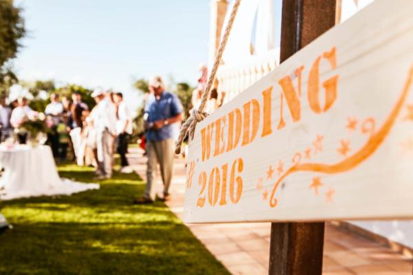 Ganz klar, hier geht es zur romantischen Hochzeit im Garten der Villa Tortuga