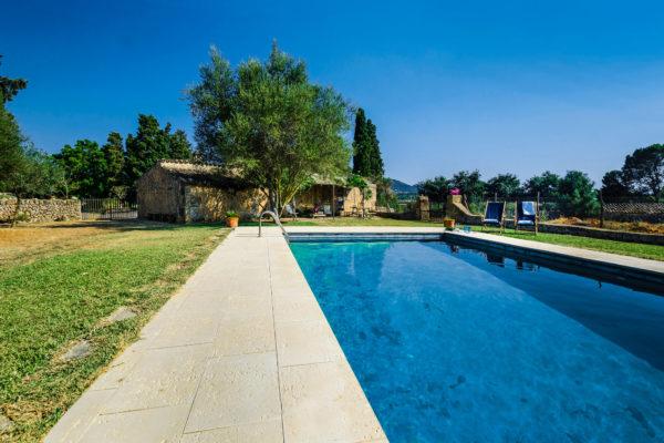 WOW - eine Eventlocation mit Pool! Hier steht Euch ein gepflegter mallorquinischer Garten mit Pool zur Verfügung, um sich an heißen Sommertagen & -nächten abzukühlen