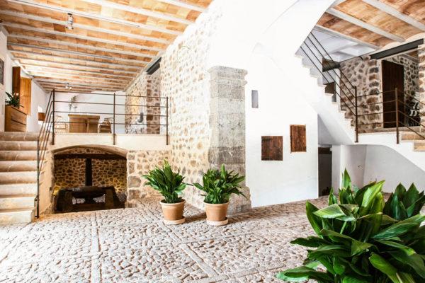 Wunderbar gelungen - das einzigartige Zusammenspiel aus modernem Luxus und der Ursprünglichkeit des Hauses