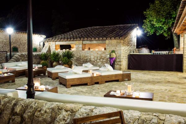 Feiern mit DJ Indoor - den Sternenhimmel genießen und chillen Outdoor!