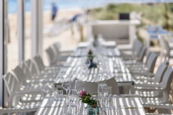 Zwei separat buchbare Außenterrassen sowie ein Indoor Bereich stehen Euch zur Verfügung. Oder darf es der gesamte Beach Club Two exklusiv für Eure Hochzeit und Eure Gäste sein? Hier ist alles möglich