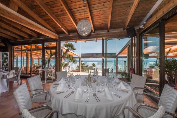 Das Indoor Restaurant bietet Platz für ein gesetztes Dinner bis zu 90 Personen