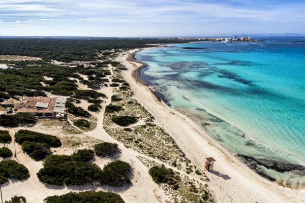Beach Club Caribbean – ein kleiner Naturfleck nahezu unberührt und doch bietet dieser Spot jeglichen Komfort, welchen man für ein geniales Event benötigt. Sonne, Strand, glasklares Wasser sowie eine kulinarische Reise im Beach Club Caribbean