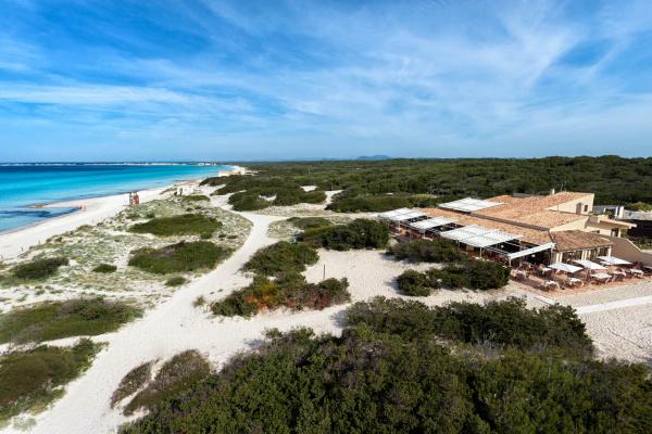 Der Beach Club Caribbean bietet reichlich Platz für ein Dinner für bis zu 150 Personen. Auf der schönen Sonnenterrasse können bis zu 120 Personen kulinarisch verwöhnt werden