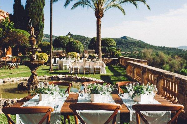 Genießt diesen atemberaubenden Ausblick bei Eurem Dinner auf der großzügigen Terrasse