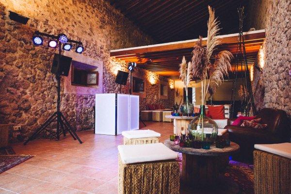 Light & Sound, kühle Drinks. Die Tanzfläche kann somit eröffnet werden. Ready to party