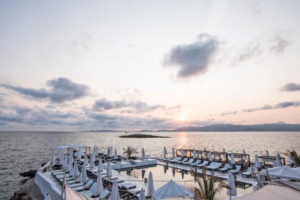 Der Beachclub bietet eine atemberaubende Kulisse