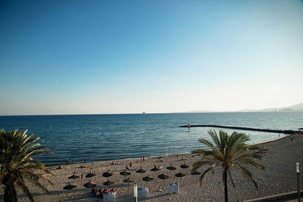 Mit welchem Drink würdet Ihr am liebsten diesen Blick auf's Meer genießen?