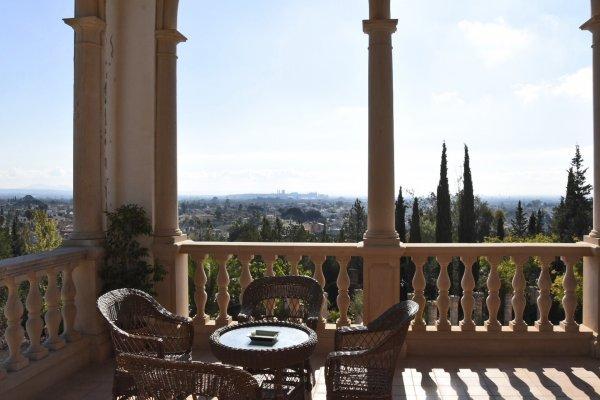 Viele kleine und große Terrassen umgeben die Feierfinca El Patio