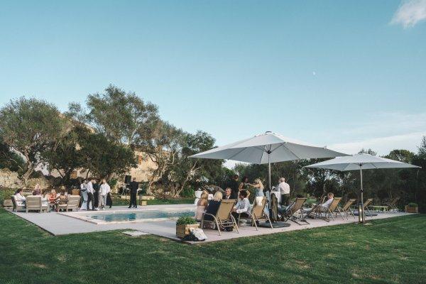 Egal ob Get-together, Apero oder Party - die großzügige Pool Area eignet sich perfekt für jeden Anlass