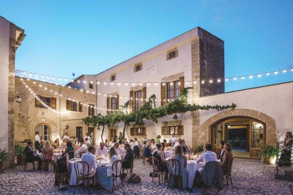 Genießt ein Dinner im mediterranen Flair...