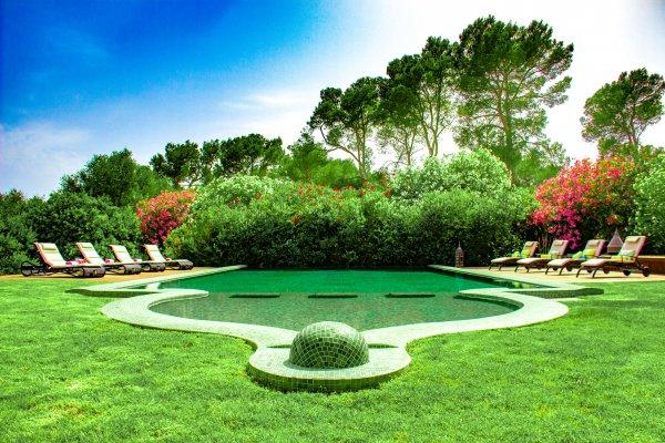 Wir lieben Party am Pool! Feiern Open Air ist unbedingt erwünscht!