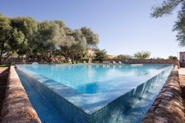 Ausser einem Pool habt Ihr in unmittelbarer Nähe den schönsten Naturstrand Mallorcas - Es Trenc