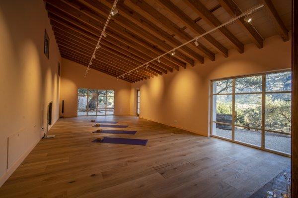 Egal ob Stille & Meditation oder DJ & Feierlichkeit - Dieser Raum eignet sich wunderbar und bietet ein wunderschönes Surrounding in der Natur!