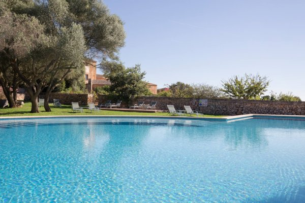 Feiern und die Sonne genießen am Pool - we like!