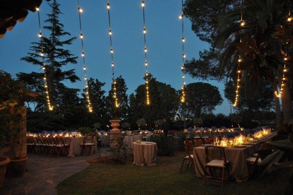 Die romatische Beleuchtung sorgt in lauen Sommernächten für ein tolles Ambiente!