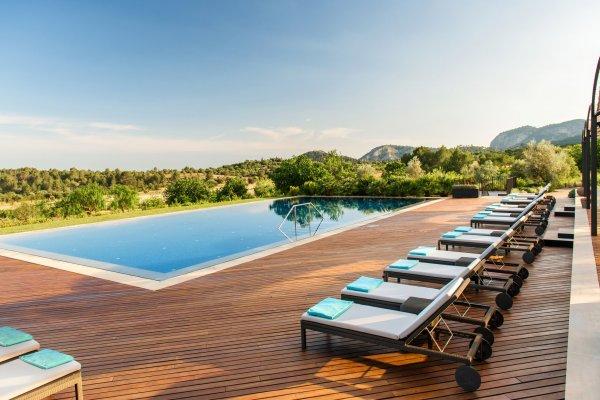 Der Pool lädt zum gemeinsamen Entspannen ein