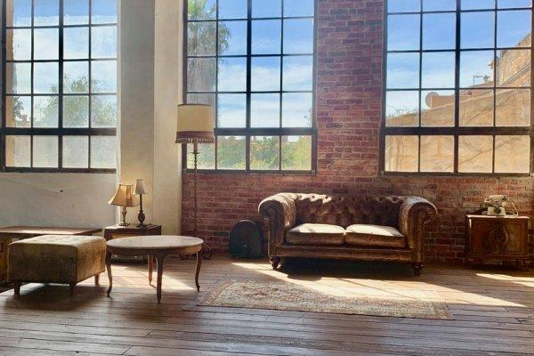 Große Fenster bieten die optimalen Lichtverhältnisse