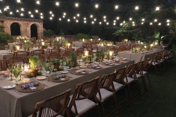 Der Tisch ist für Euch und Eure Gäste reichlich gedeckt!